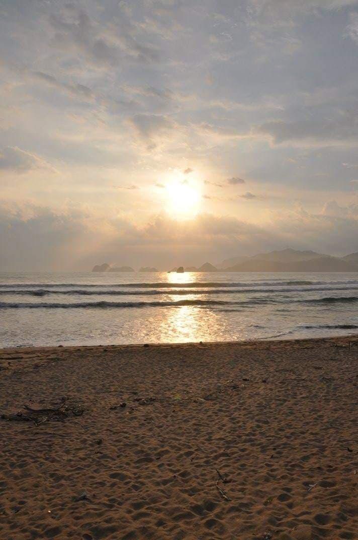 indonesie surf plage voyage recit indonesie plage couche de soleil recit voyage surf lewis barbette louis champenois
