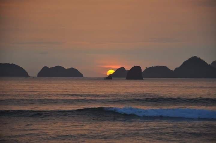 indonesie plage couche de soleil recit voyage surf lewis barbette louis champenois